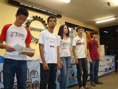 Entrega dos prêmios para os vencedores da 1ª Olimpíada de Informática para Alunos do Ensino Médio