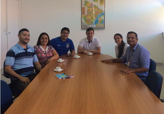 Prof. Fábio Dacêncio em reunuião com representantes do SergipeTec